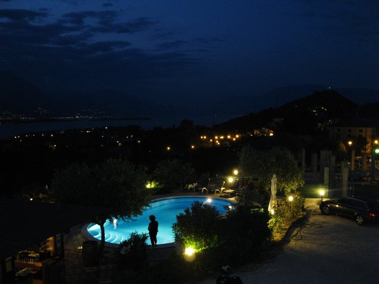 Residence Bellavista: Pool bei Nacht