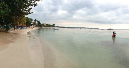 Sandals Negril Beach Resort & Spa : View from the beach