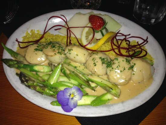 Bruno's Chef's Kitchen: Bruno's Scallops and Asparagus