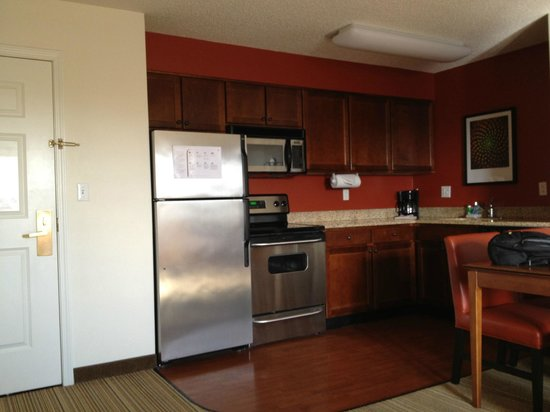 Residence Inn by Marriott Silver Spring: Room 429 - Kitchen Area