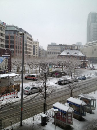 Hotel Zentrum: View from Hotel room - it was snowing that day