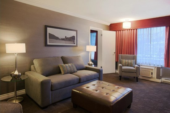Sandman Hotel & Suites Kelowna: One Bedroom Suite