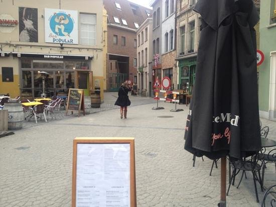 Mercure Mechelen Ve: restaurant and bars outside