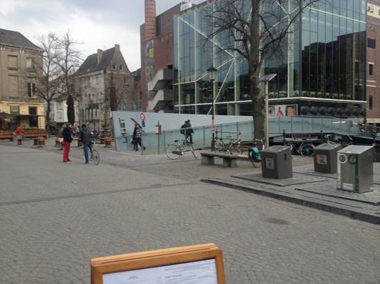 Mercure Mechelen Ve: pedestrian front no traffic noise