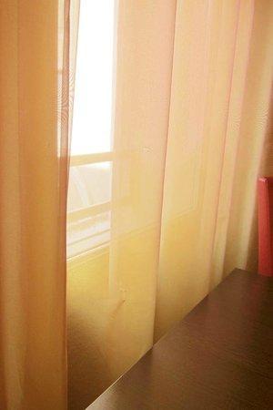 Appart'Hôtel Odalys L'Atrium: CORTINAS CON AGUJERITOS