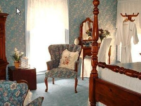 WestPort Bed and Breakfast: Guest Room -OpenTravel Alliance - Guest Room-