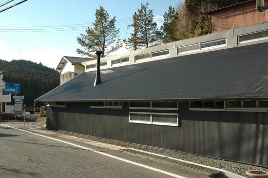 Koyasan Guest House Kokuu : au bord de la route , en haut du village