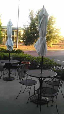 Days Inn Lake Park/Valdosta: Outdoor cafe