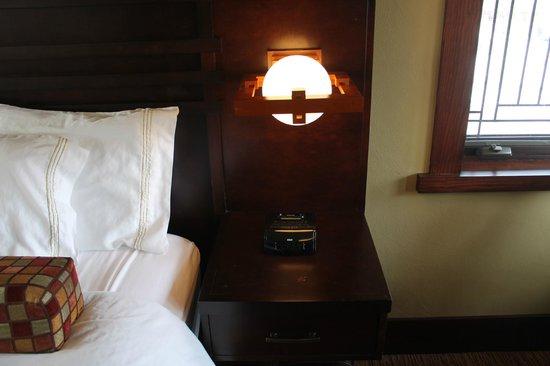 Historic Park Inn Hotel: Nightstand