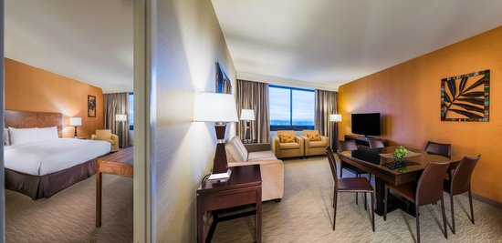 Doubletree by Hilton Anaheim - Orange County: King Bed Suite