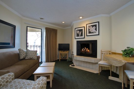 Weathervane Terrace Inn and Suites: Lake Michigan Suite