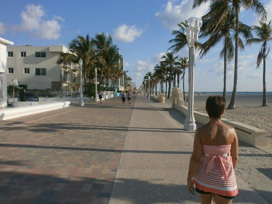 Manta Ray Inn: Costanera para caminar