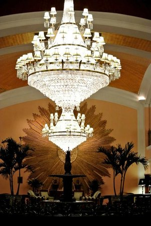 Amway Grand Plaza, Curio Collection by Hilton: Chandelier in the Pantlind lobby of the Amway Grand Hotel