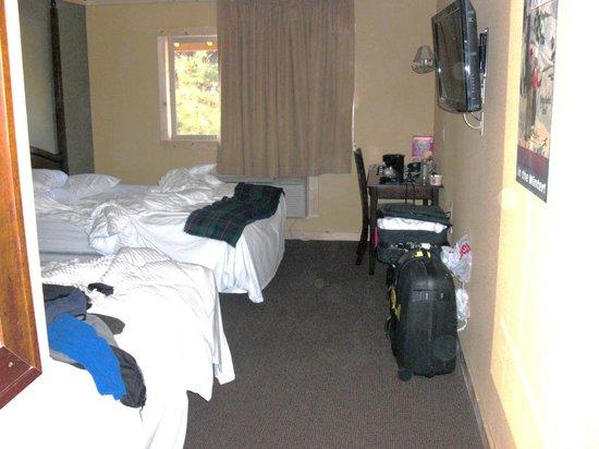 Sierra Nevada Resort U0026 Spa: No Closet, No Bureau, Storage In Bath