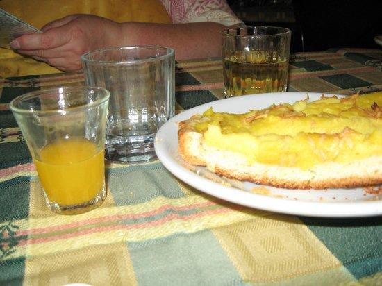 Trattoria Der Pallaro : Palate cleansing Mandarin orange juice prior to torte dessert