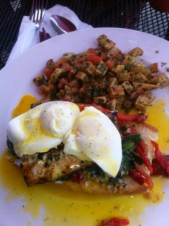 Le Creme Bakery Cafe: Grilled salmon eggs Benedict