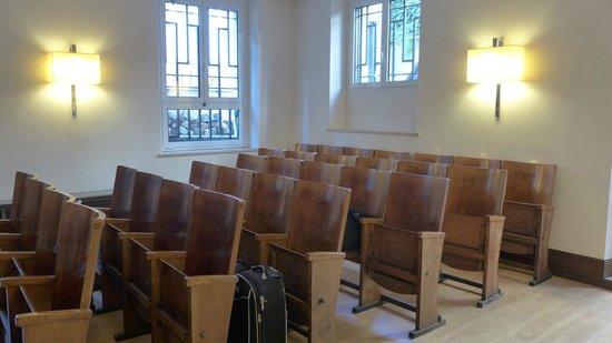 Relais 6: Chapel Room