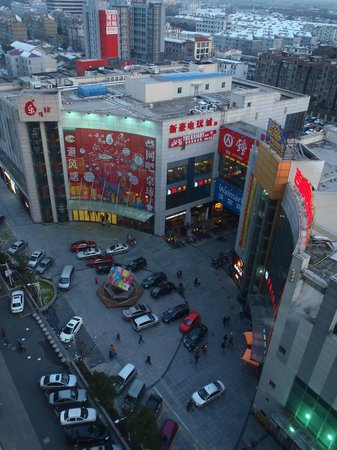 Holiday Inn Shanghai Songjiang: shopping mall for tue Chinese experience
