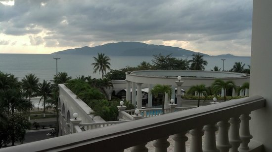 Sunrise Nha Trang Beach Hotel & Spa: View from 4th floor balcony
