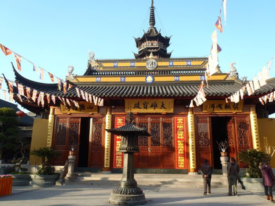 Holiday Inn Shanghai Songjiang: Historical temple near the hotel