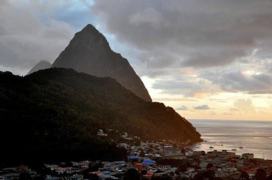 Gee's Bon Manje: Sunset View from Gees Bon Mange - December 2012