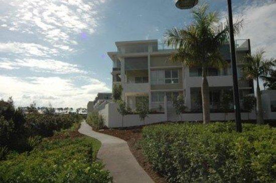 Chancellor Lakeside Apartments: Exterior
