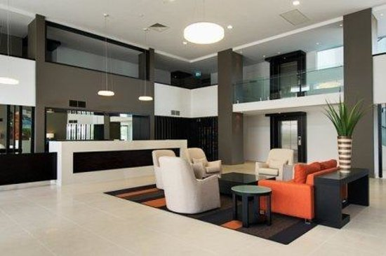 Chancellor Lakeside Apartments: Reception Lobby