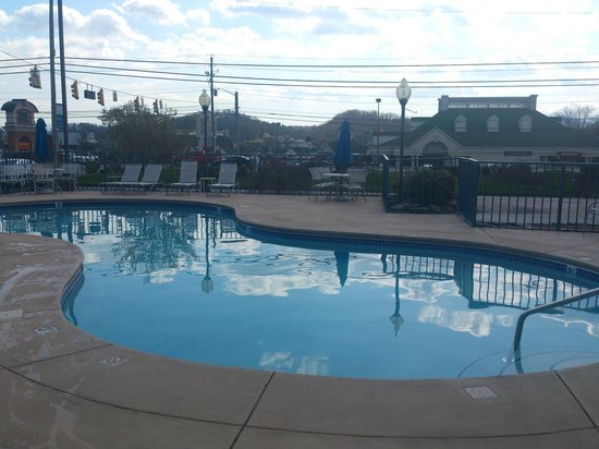Fairfield Inn & Suites Pigeon Forge: Good size pool