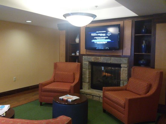 Fairfield Inn & Suites Pigeon Forge: Lobby Lounging / Eating Area I