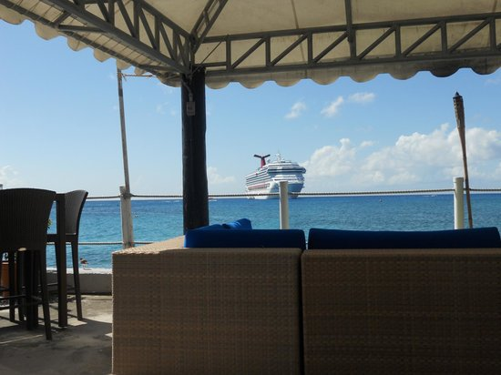 Rackam's Waterfront Restaurant & Bar: The view at lunch, sitting in Rackams, not wanting to get back on the ship!