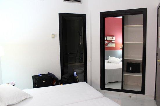 Hotel Medicis: habitacion