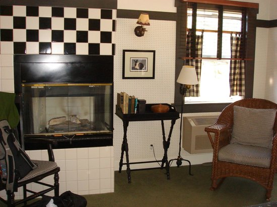 Orchard Hill Country Inn: Fireplace