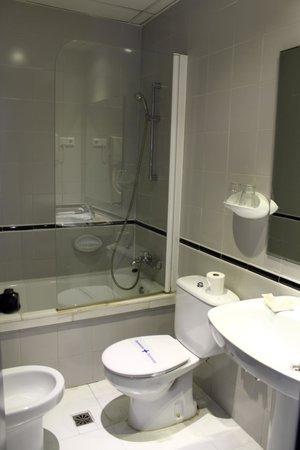 Hotel Medicis: baño