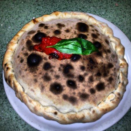 Ristorante Pizzeria Mamma Mia: Pizza Vesuvio