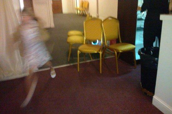 Dragonfly Hotel King's Lynn: Children running past a gas burner