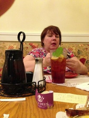 Paula Deen Buffet : iced teA