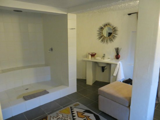 Rorke's Drift Lodge: bathroom