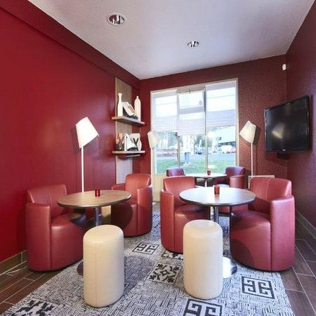 Campanile Vierzon : Lounge