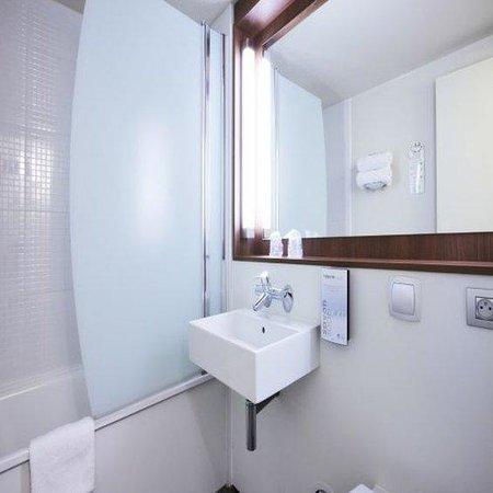 Campanile Vierzon : Bathroom