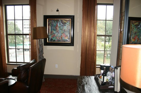 The Bohemian Hotel Savannah Riverfront, Autograph Collection: artwork throughout the suite