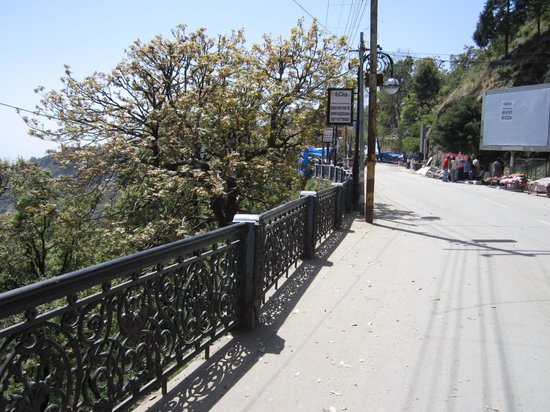 Mussourie Resort Area: The Mall Road