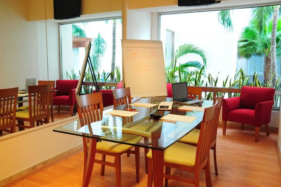 Ambiance Suites: Fully equipped business center