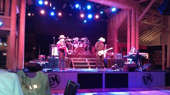 Eddie Montgomery's Steakhouse: Stage and Band