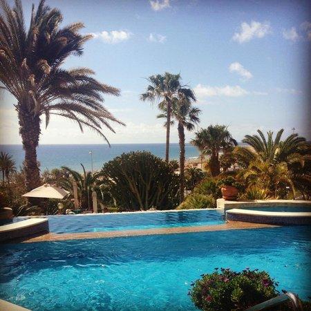 IFA Dunamar Hotel : Utsikten från den en av de tre poolerna