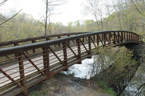 Killens Pond Campground: bridge over the pond, found while walking the Pond View Trail