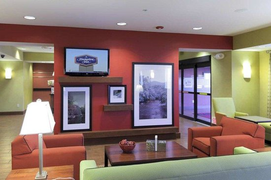 Hampton Inn Yorkville: Lobby Seating Area