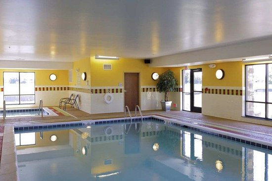 Hampton Inn Yorkville: Swimming Pool/Spa