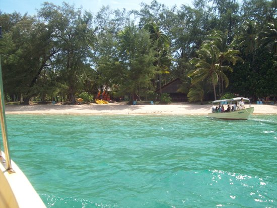 Sea Gypsy Village Resort & Dive Base: View of the island from the boat