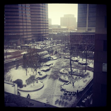 Denver Marriott City Center: Outside view from view during the snow forecast
