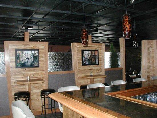 Angelo's: Bar area